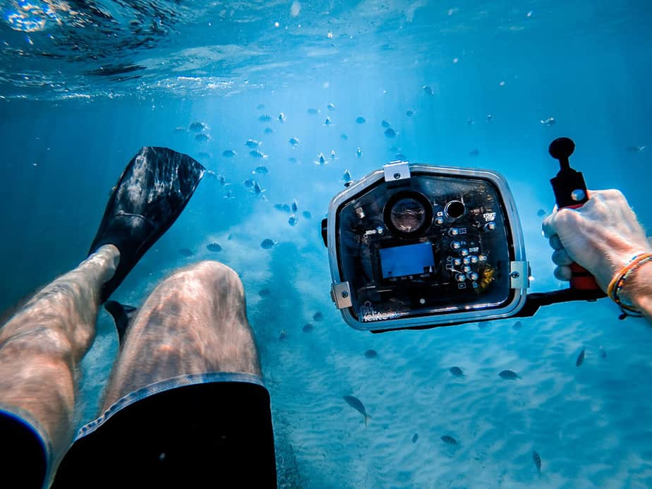 how to take pictures while snorkeling