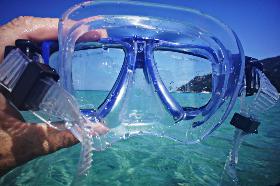 how does a snorkel mask work