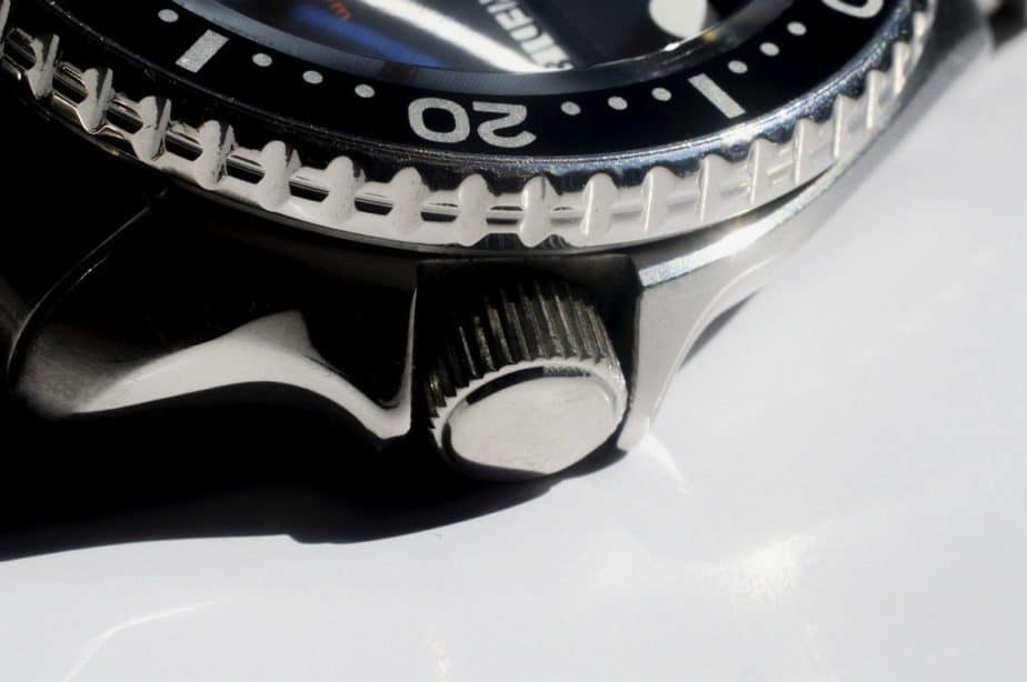 best dive watches for small wrists bezel and crown