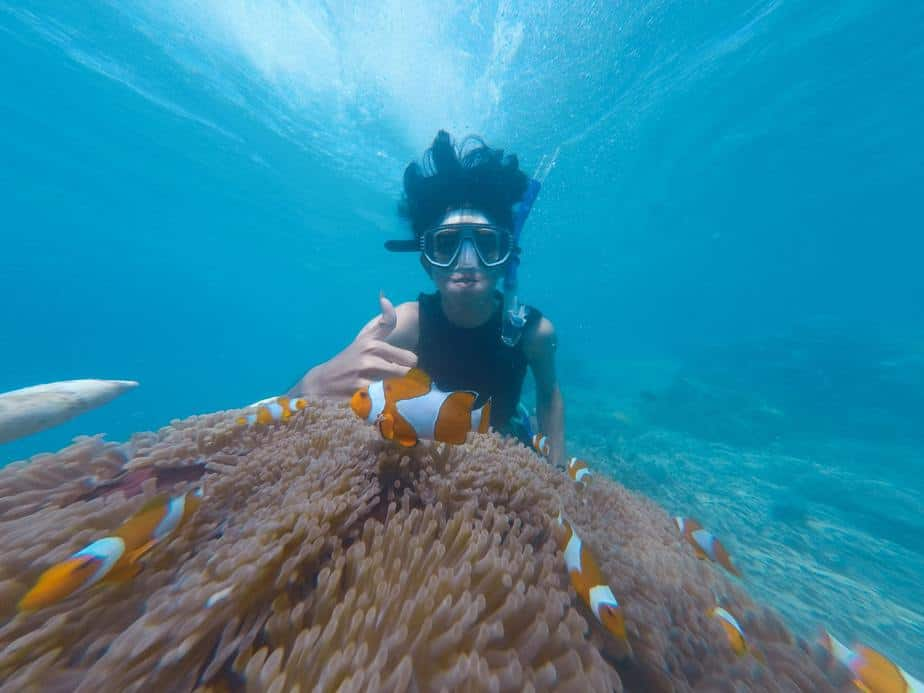 how to snorkel without swallowing water