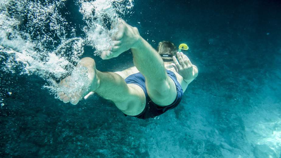 is snorkeling alone safe or dangerous